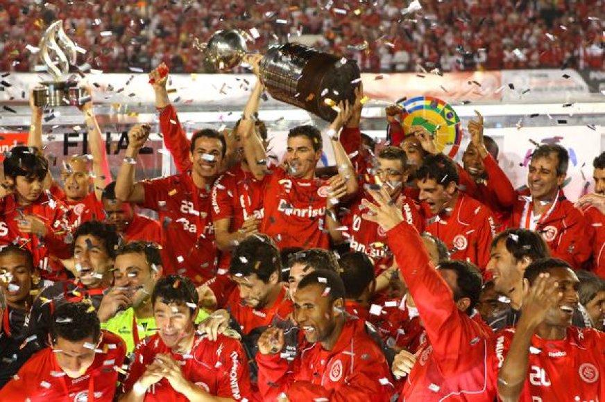 """""""Internacional"""" klubas """"Copa Libertadores"""" taurę iškovojo antrą kartą klubo istorijoje"""