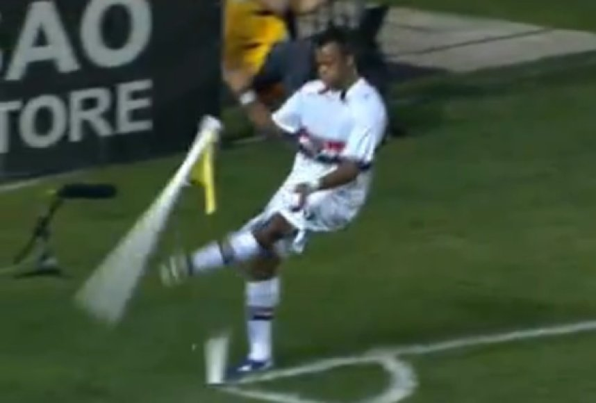 Fernandinho pyktį išliejo ant kampinio vėliavėlės