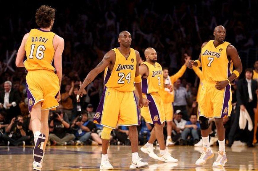 """Beveik du trečdaliai NBA klubų vadovų prognozuoja, jog lygos čempione trečią sezoną iš eilės taps """"Lakers"""" ekipa"""