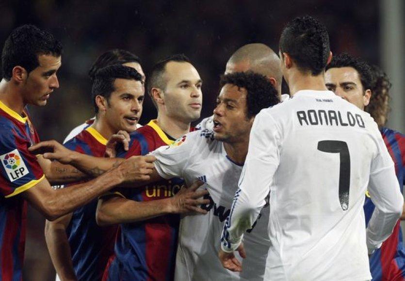 Barselonos žaidėjai stos į kovą su karališkuoju Madrido klubu.