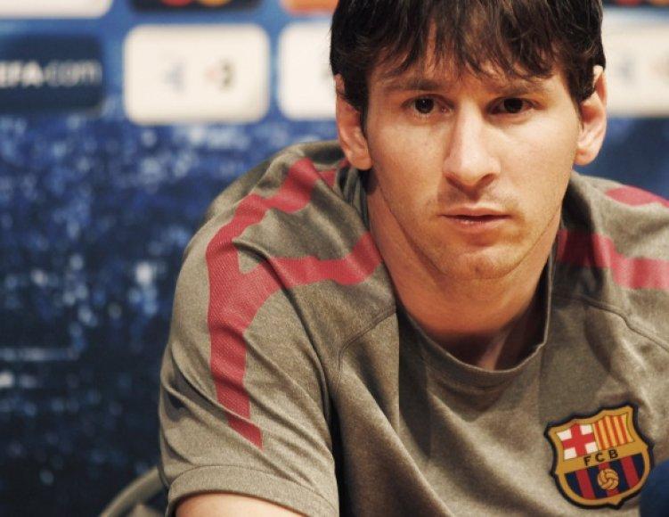 """Neaišku, ar """"Barcelonos"""" komandai galės padėti lyderis Lionelis Messi"""
