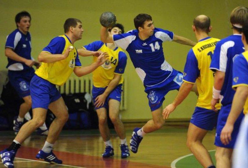 """Vilniaus """"HC Šviesa"""" pusfinalyje iš tolesnės kovos eliminavo """"HC Utenos"""" rankininkus"""