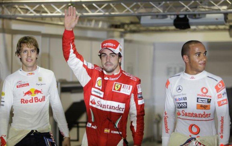 Kvalifikacijos nugalėtojai – F.Alonso (c.), S.Vettelis (k.) ir L.Hamiltonas
