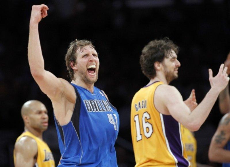 """Dirko Nowitzki vedama """"Mavericks"""" komanda pasiuntė """"Lakers"""" į nokdauną."""