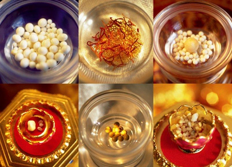 Budos ir kitų mokytojų relikvijos. Pasak Maitrėjos projekto organizatorių, relikvijos – tai kremavus dvasinių mokytojų kūnus, jų pelenuose randami nuostabaus grožio, panašūs į perlus, kristalai.