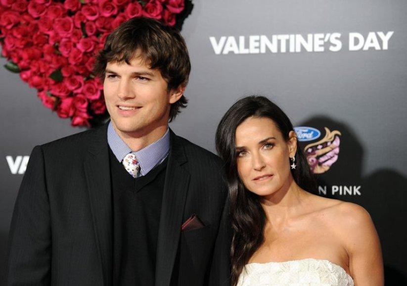 """Ashtonas Kutcheris ir Demi Moore 2010-aisiais Holivude vykusioje romantiško filmo """"Valentino diena"""" premjeroje"""