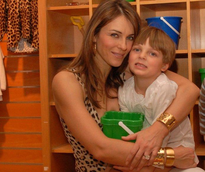 Liz Hurley ir su sūnumi Demianu