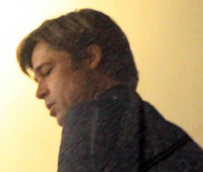 Nusiskutęs Bradas Pittas filmavimo aikštelėje