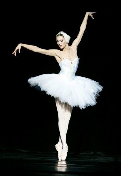 """LNOBT balerina Olga Konošenko yra šokusi dešimtyse spektaklių ir sukūrusi daugybę įsimintinų pagrindinių vaidmenų. Vienas jų – moteriškosios oro dvasios Silfidės vaidmuo balete """"Silfidė""""."""
