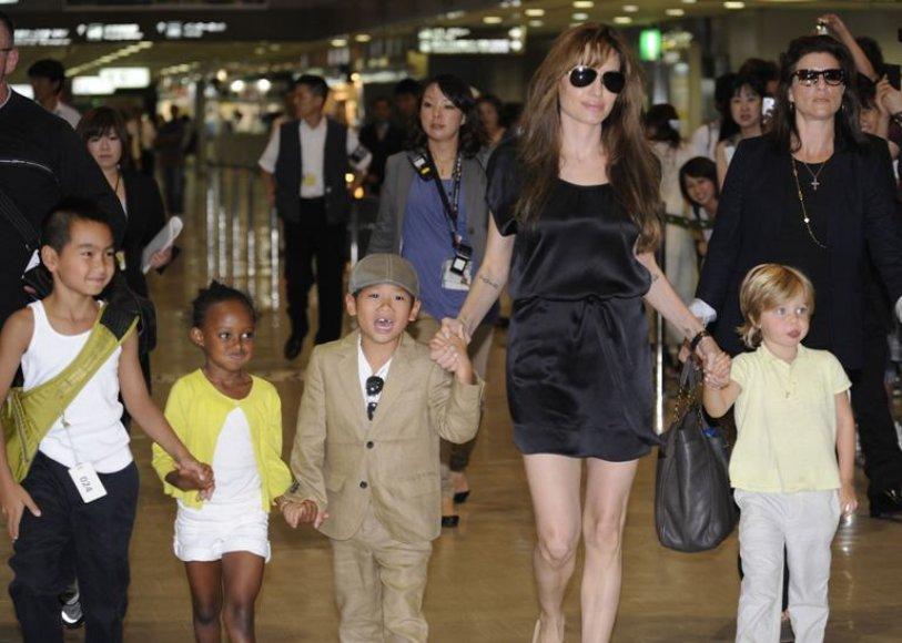 Angelina Jolie su vaikais
