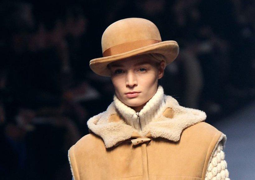 Dizainerio Jean Paulo Gaultier siūloma skrybėlė.