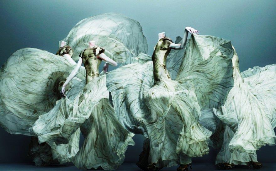 Alexanderio McQueeno kurtos suknelės