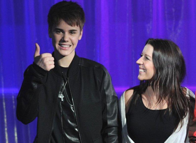 Justinas Bieberis su mama Pattie