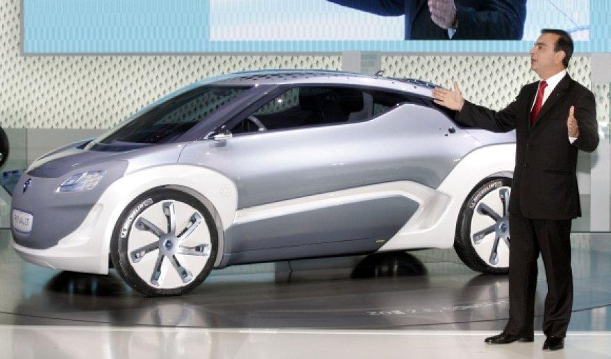 """""""Renault"""" vadovas Carlosas Ghosnas pristatė elektromobilį """"Renault Zoe"""" pernai rugsėjį."""