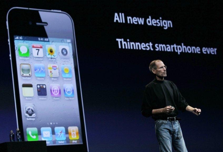 """S.Jobsas pristatė ploniausią išmanųjį telefoną rinkoje """"iPhone 4""""."""