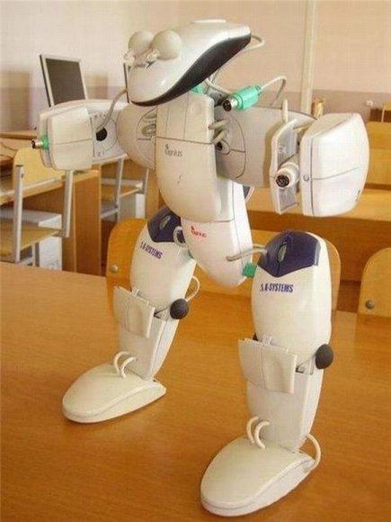 Robotas iš kompiuterinių pelių