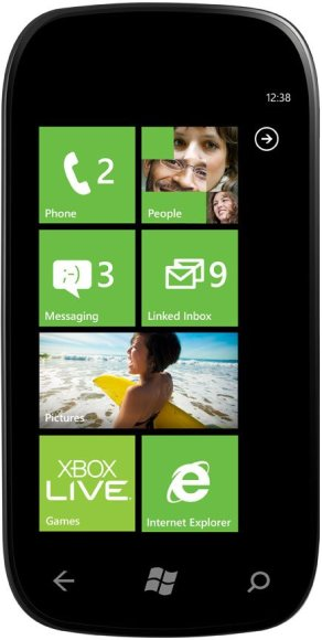 """Išmanusis telefonas su nauja operacinės sistemos """"Windows Phone 7"""" versija """"Mango"""""""