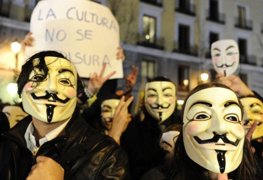 """""""Anonymous"""" grupuotės simbolis – kaukė"""