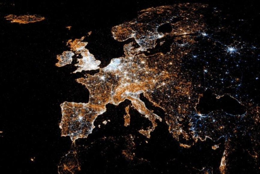 """Europoje aktyviausi """"Twitter"""" ir """"Flickr"""" vartotojai yra britai."""