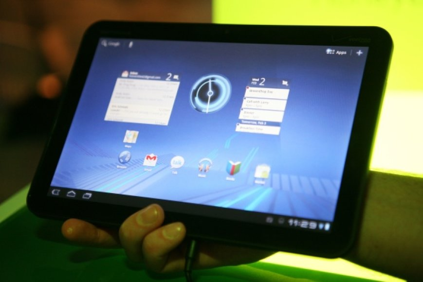 """Motorola"" planšetinis kompiuteris ""Xoom"", kuriame įdiegta operacinė sistema ""Android Honeycomb""."