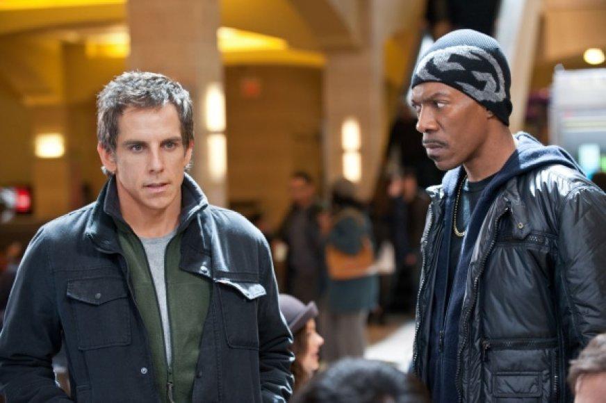 """Benas Stilleris (kairėje) ir Eddie Murphy komedijoje """"Dangoraižio apiplėšimas""""."""