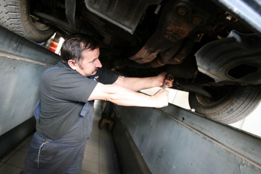 """Rugpjūčio 14 d. UAB """"Kauno autobusai"""" teritorijoje, buvo siekiama ilgalaikio variklio dirbančio be tepalo rekordo Lietuvoje"""