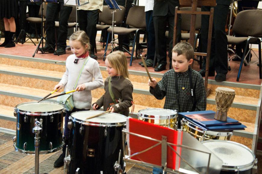 Trakų, Grigiškių, Pabradės ir Ukmergės meno mokyklų auklėtinių ir mokytojų koncertas, skirtas vaikams.
