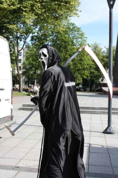 Pasitikrinti cholesterolio kiekį kauniečius kvies po miestą vaikščiojanti simbolinė giltinė.
