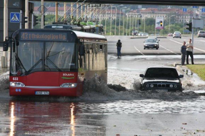 Šią vasarą Kauno gatvės nuo lietaus vandens patvinsta nebe pirmą kartą.