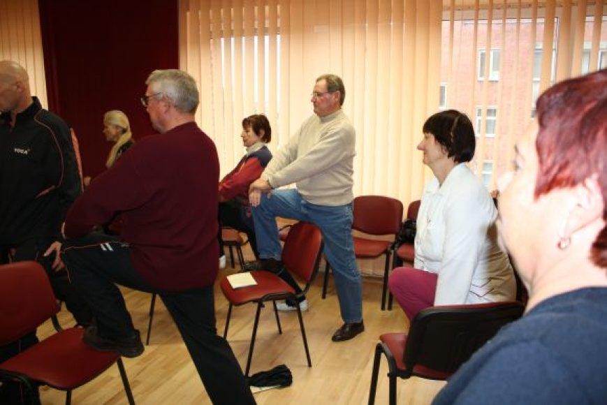 Praėjusią savaitę Kaune vyko akcija, kurios metu buvo galima pasimokyti jogos pratimų. Teigiama, kad joga padeda nuraminti pulsą ir veikia apsaugo nuo širdies ligų.