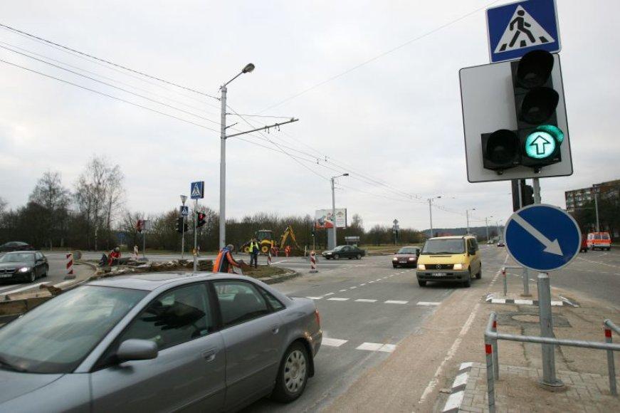 Raudondvario plento ir Č.Radzinausko tilto transporto mazgo sankryžoje įrengti šviesoforus buvo nuspręsta prieš daugiau nei metus. Tačiau jie pastatyti tik lapkritį.