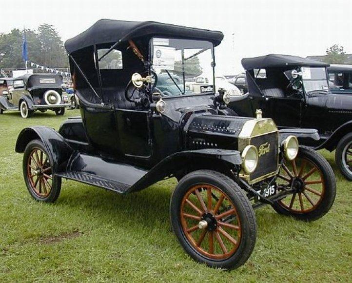 Aukcione bus galima įsigyti kolekcionierių visame pasaulyje vertinamą automobilį
