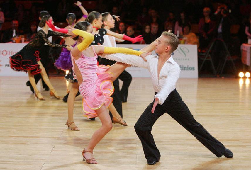Varžybose rungiasi skirtingų amžiaus grupių šokėjai