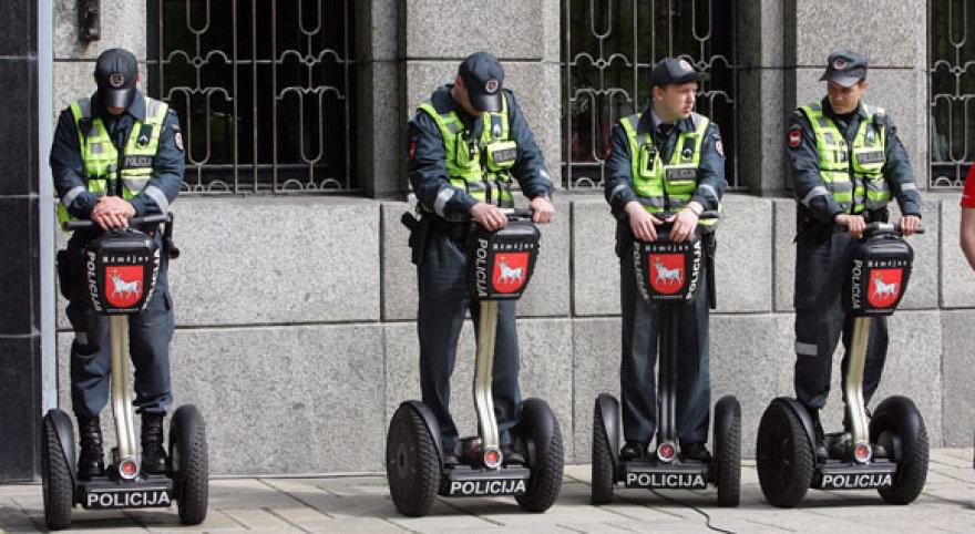 Policijai perduotais riedžiais pareigūnai galės naudotis pusę metų