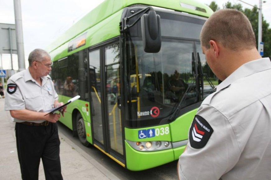 Naujieji kontrolieriai darbą Kauno viešajame transporte pradėjo liepos 1-ąją.