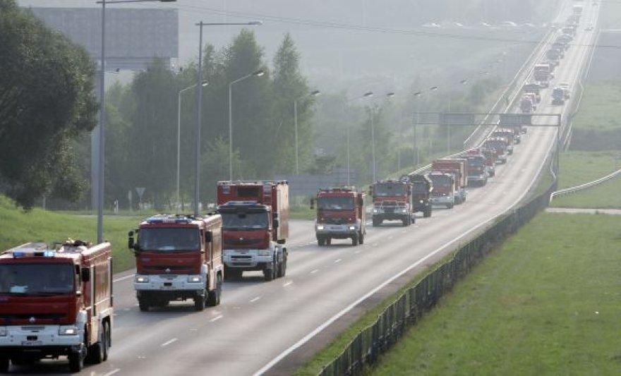 Lenkų ugniagesiai per Lietuvą pasieks Latvijos pasienį, o iš ten vyks toliau į Rusiją