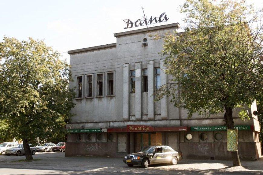 Apleistas kino teatras virto asocialių asmenų landyne.