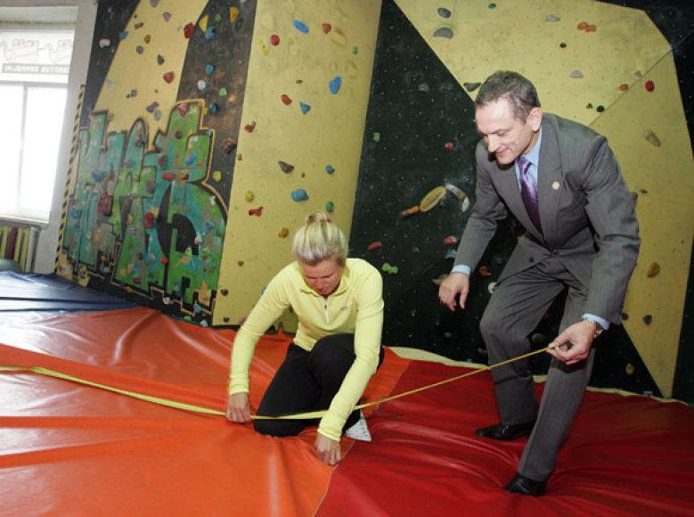Čiužinio pristatymo ceremonijoje nepriklausomais arbitrais sutiko tapti olimpietė buriuotoja Gintarė Volungevičiūtė-Scheidt, į renginį atsivežusi ir savo mažą sūnų, taip pat Kauno miesto vicemeras, aktyvaus gyvenimo būdo propaguotojas Stanislovas Buškevičius.