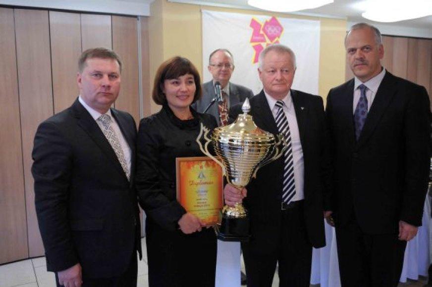 Kauno miesto atstovams įteikta Lietuvos jaunučių žaidynių nugalėtojų taurė