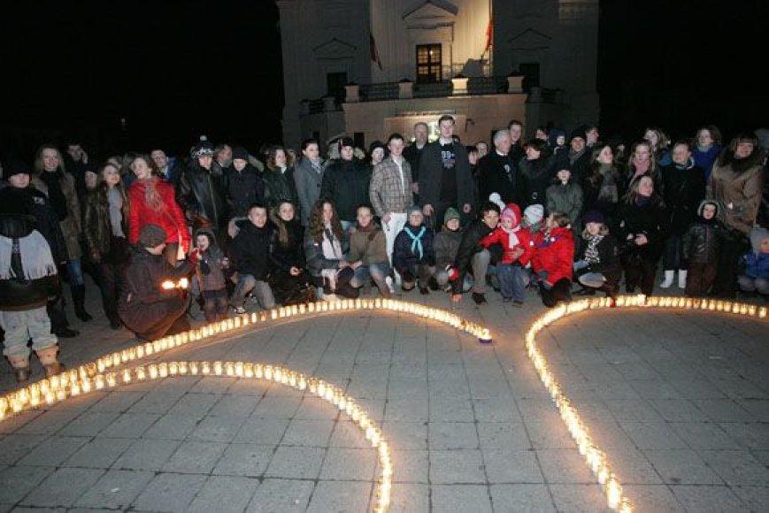 Vietoje elektros Rotušės aikštėje švietė žvakės