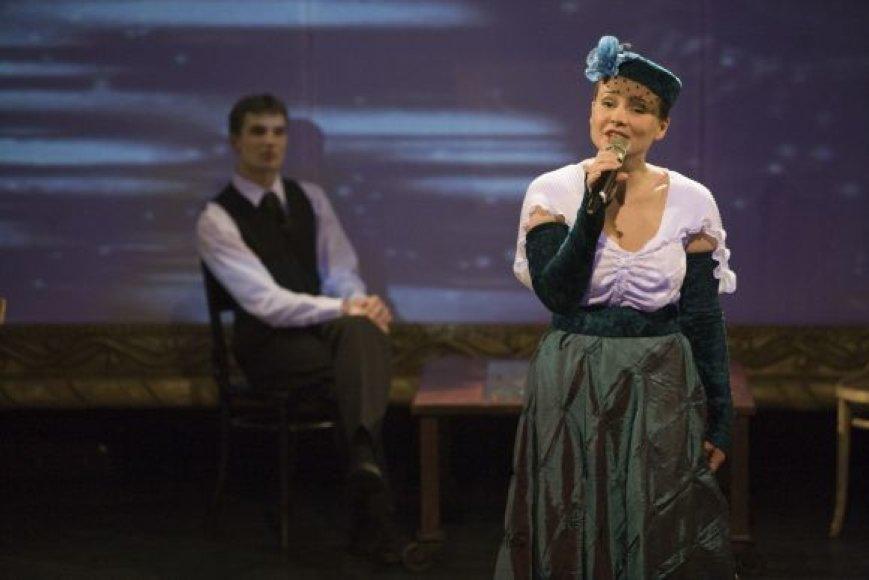 """Spektaklyje """"JAH"""" vaidina kelių Kauno valstybinio dramos teatro aktorių kartų atstovai. Viena jų - Neringa Nekrašiūtė (nuotraukoje)"""