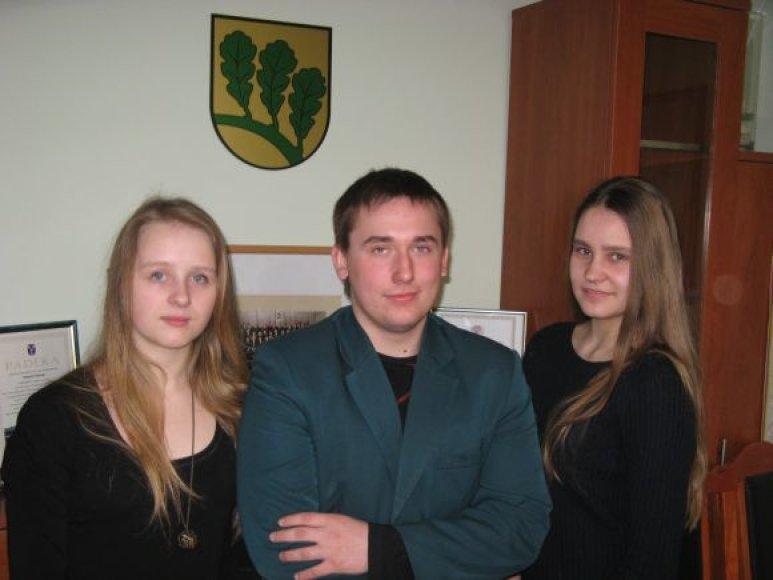 Iš kairės į dešinę: garliaviškiai Laura Talutytė, Karolis Valaika ir Dalia Beržinskaitė dalyvaus imitacinėje Europos ekonomikos ir socialinių reikalų komiteto (EESRK) plenarinėje sesijoje ir ten atstovaus Lietuvai.
