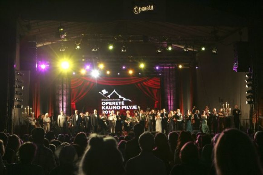 Festivalio koncertai vyksta Kauno pilies prieigose įrengtoje scenoje