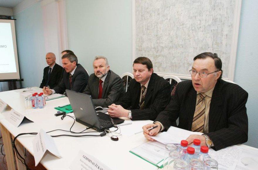 """Ragindami gyventojus rinktis jiems patraukliausiai atrodantį variantą """"Kauno energija"""", savivaldybės ir miesto tarybos atstovai nesugebėjo atsakyti, kodėl kauniečiams siūlomi nauji skaitliukai – brangesni nei kituose miestuose."""