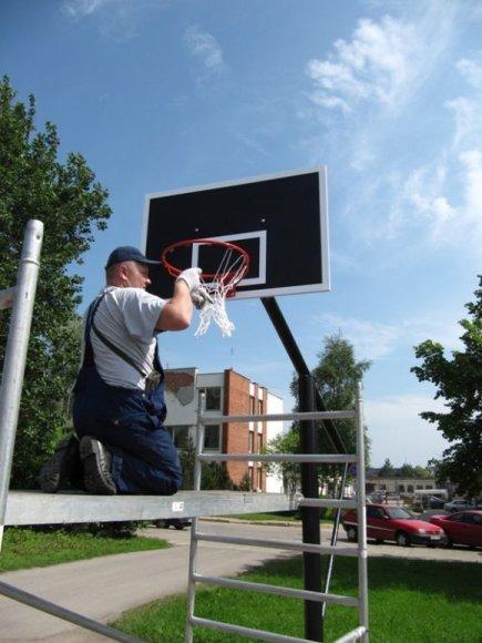 Kauno daugiabučių kiemuose keičiamos krepšinio lentos