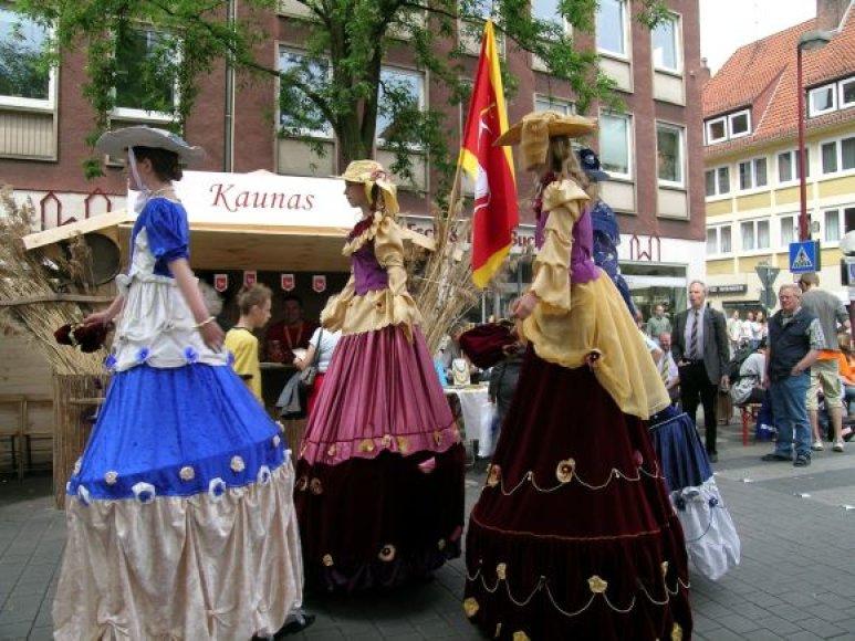 Į Viduramžių karnavalą Kaune ketina atvykti ir kojūkininkai, ūgiu pranokstantys net legendinį krepšininką Arvydą Sabonį.