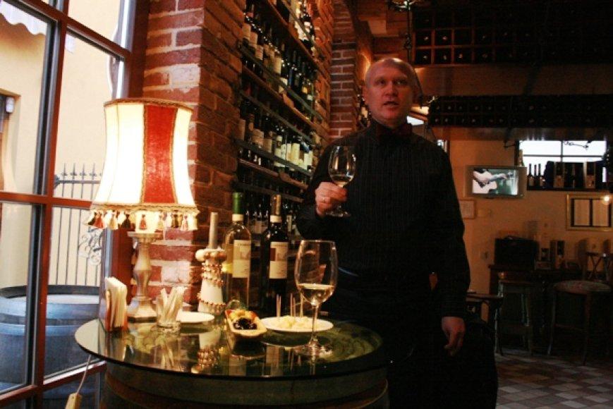 Anot barmeno Ričardo, klaipėdiečiai vynais domisi vis intensyviau.