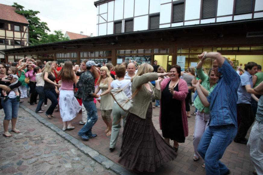 Penktadienį į Etnokultūros centro kiemelį sukvies trankūs šokiai po atviru dangumi.