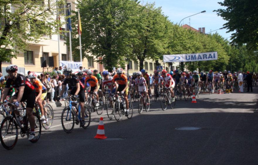 Dviračių maratonas pritraukė pustrečio šimto dalyvių.