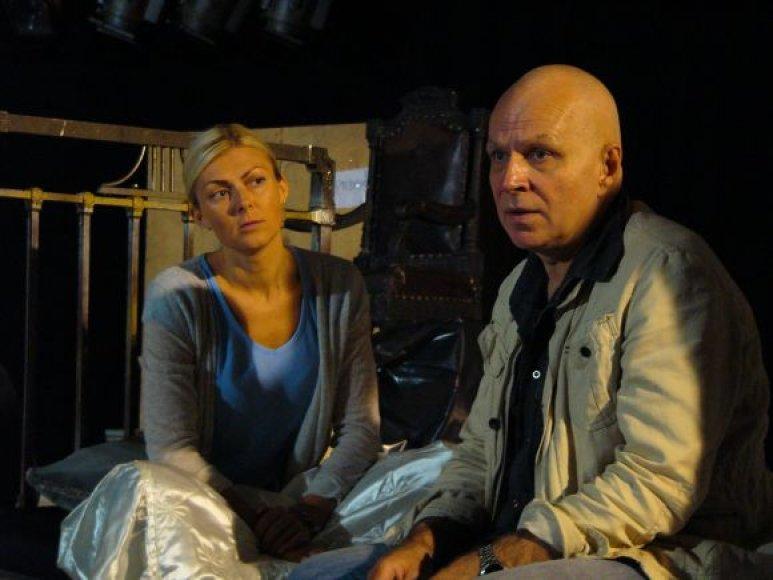 Spektaklyje vaidins puikiai žinomi Klaipėdos dramos teatro aktoriai Eglė Jackaitė ir Vytautas Anužis.